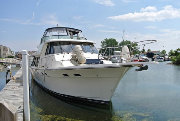 one owner 2002 freshwater since new 4788 w/495 hours on 370 HP Diamond Series Cummins