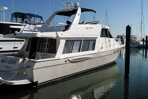 Meridian 490 Pilothouse MY- 2004 Model.   VERY LOW HOURS.